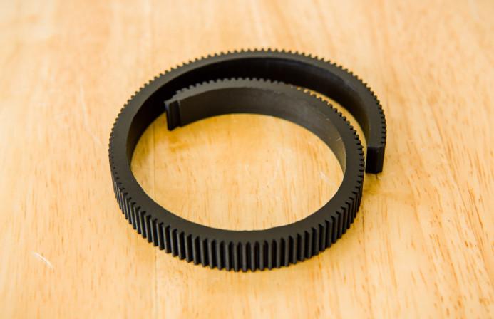 Flexible focus gear