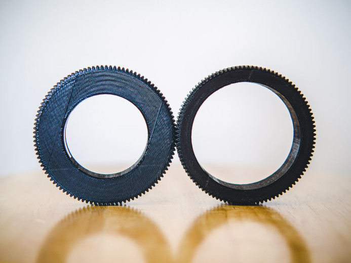 Gears for different lenses with the same outer diameter