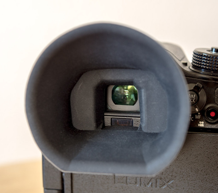 G-Cup does not block the GH4's eye sensor