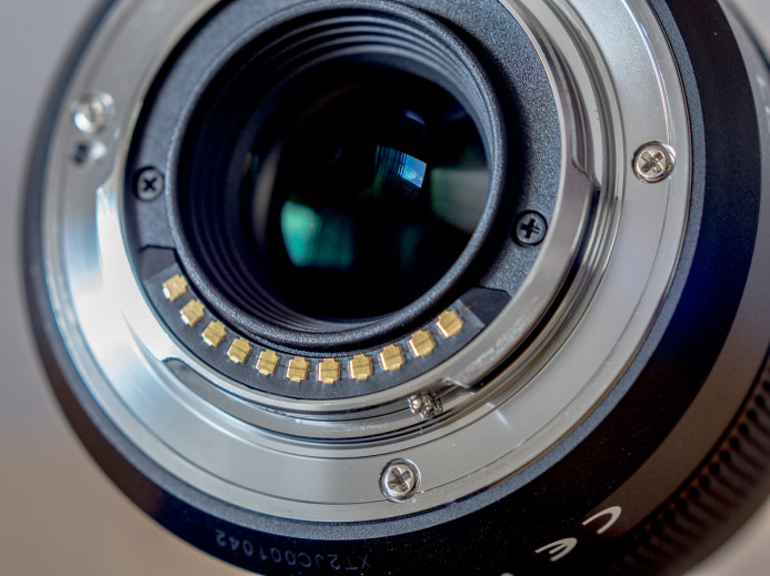 Electronic Contacts on Lens