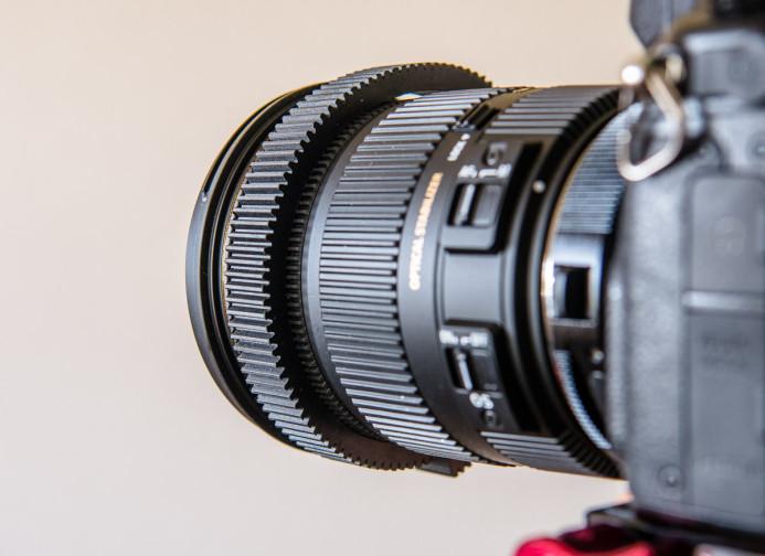 Follow focus gear on lens