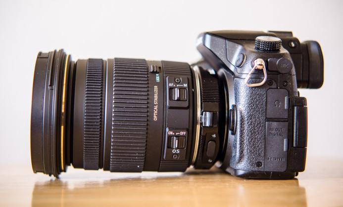 Lens barrel extends below GH4 base