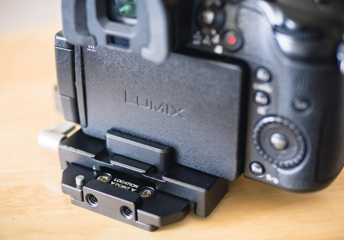 Anti-twist block stops LCD articulation