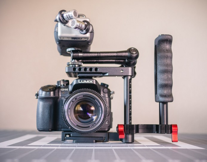 Zoom H5 recorder and handle mounted on Quick Cage