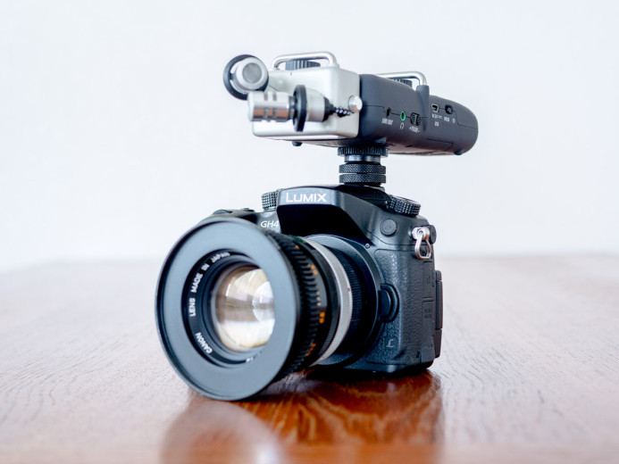 Zoom H5 on camera's hot shoe